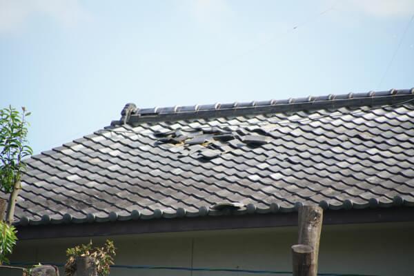 台風21号の被害 屋根がめくれ上がる1
